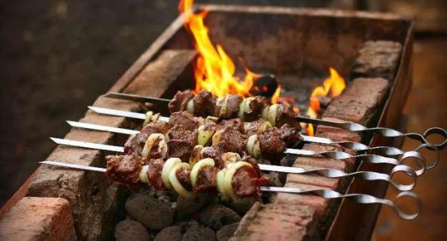 «А маринад особенно опасен»: диетолог рассказала о лучшем мясе для шашлыка