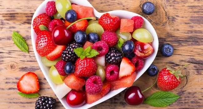 Медики назвали лучшие фрукты и ягоды для гипертоников