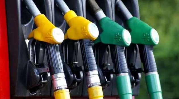 «Они бы еще талоны ввели, как в СССР»: экс-премьер раскритиковал Шмыгаля из-за стоимости бензина