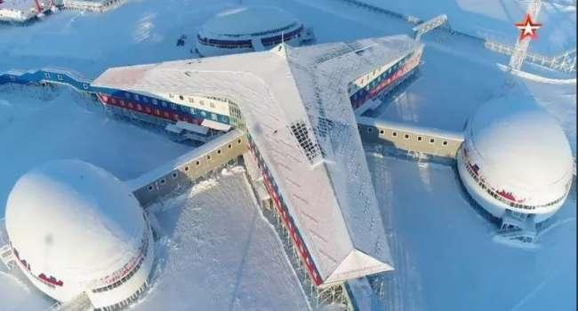 «Единственный в мире объект капитального строительства»: иностранным журналистам показали российскую базу «Арктический трилистник»