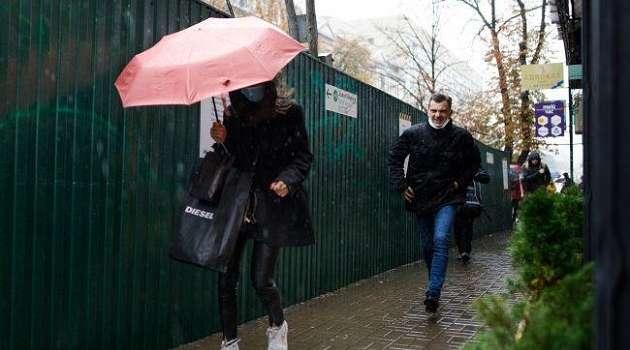 Грозовые дожди и ветер: украинцам рассказали о непростой погоде в среду