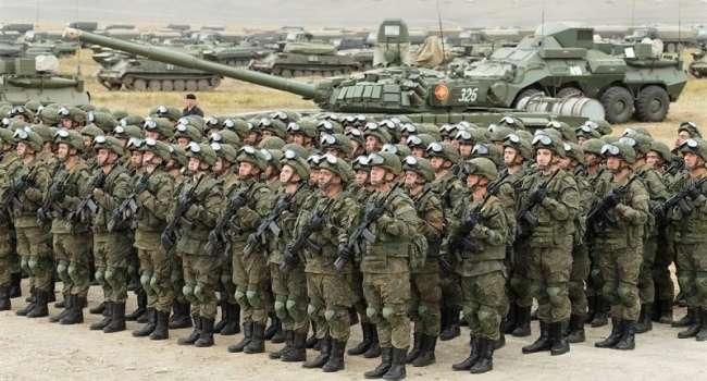 Россия продолжает удерживать у границы с Украиной порядка 80 тысяч военных и военную технику – Хомчак