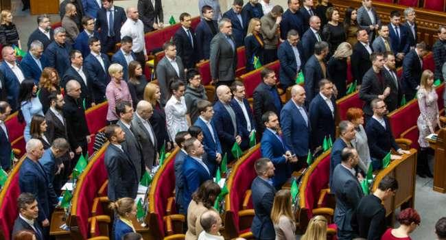 Политолог: некоторые из представителей действующей власти или сами того не понимают, или откровенно выполняют указания из Кремля