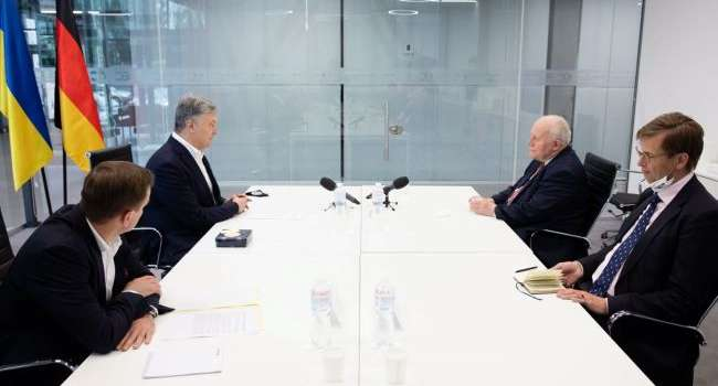 Порошенко на встрече с членами правительства Германии указал на важность реформы децентрализации в Украине