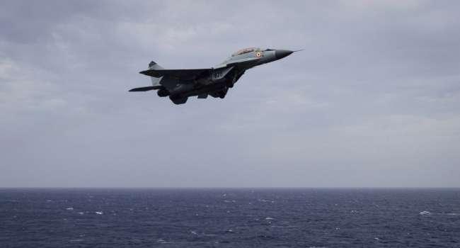 В Черное море упал военный самолет. Поисково-спасательная операция продолжается