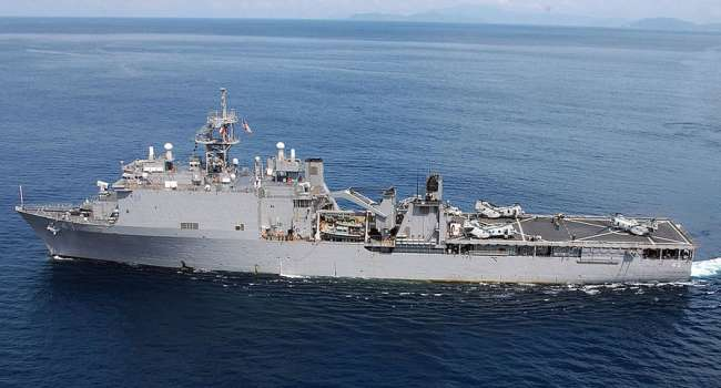 «В РФ весьма встревожены»: очередной боевой корабль США вошел в воды Черного моря