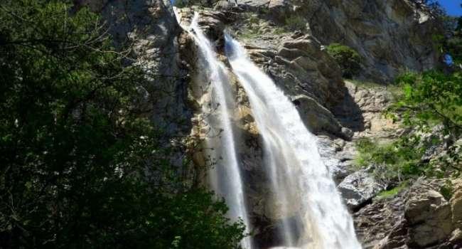 Впервые за 50 лет: самый высокий крымский водопад набрал невиданную силу