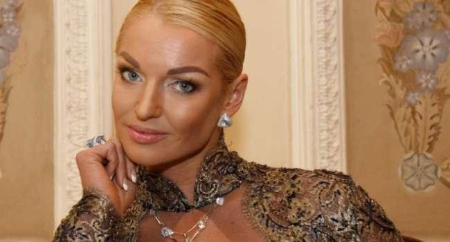 «Шикарная киса!» Волочкова обнародовала сексуальное фото, на котором ее подписчики не обнаружили нижнего белья