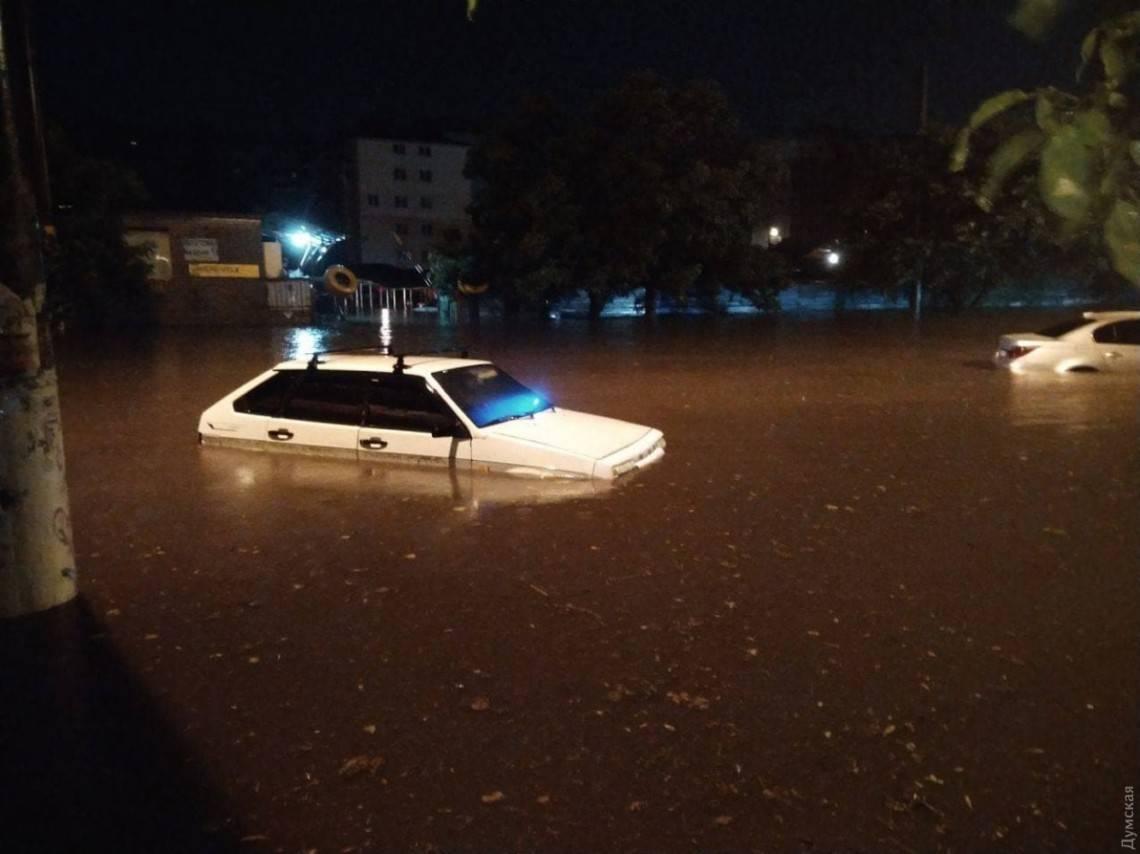 Улицы превратились в реки: Одесса накануне оказалась затопленной из-за сильнейшего ливня